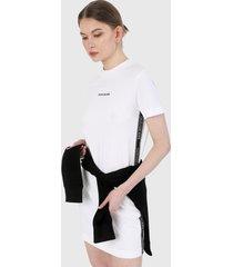 vestido blanco-negro calvin klein