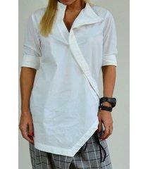blusa casual con bottoni asimmetrici in tinta unita
