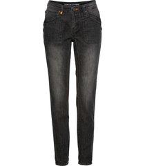 boyfriend-jeans med orangefärgade detaljer
