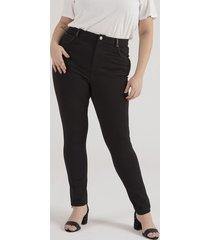 calça legging com detalhe em material sintético curve & plus size