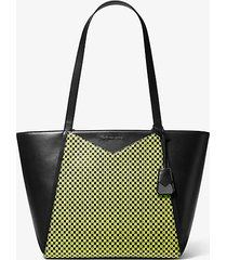mk borsa tote grande whitney in pelle a scacchi con logo - nero/giallo neon (giallo) - michael kors