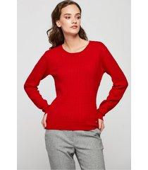 czerwony sweter ze splotem warkoczowym
