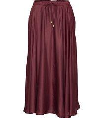 della satin skirt knälång kjol röd lexington clothing