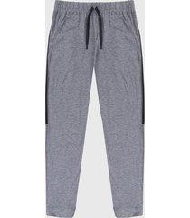 pantalón gris-negro under armour