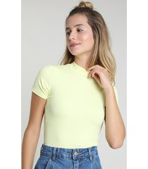 blusa feminina canelada manga curta gola alta amarela claro