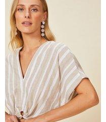 amaro feminino blusa manga curta com detalhe de fivela resina, natural