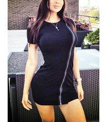 camiseta negra con cremallera frontal cuello mangas cortas vestido