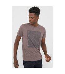 camiseta aramis geometria marrom
