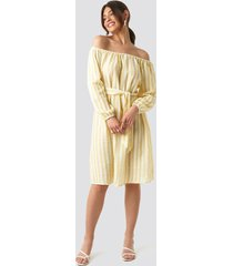 na-kd trend striped off shoulder tied waist dress - yellow