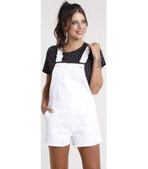 jardineira de sarja feminina com bolsos e barra desfiada branca