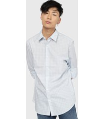 camisa calvin klein ls poplin geo prt shirt celeste - calce regular
