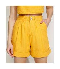 bermuda feminina equivoco cintura super alta alfaiatada com pregas amarela