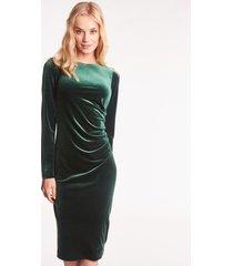 zielona sukienka welurowa z długim rękawem