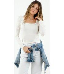 camiseta de mujer cuello cuadrado, manga larga, color crudo