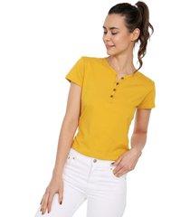 camiseta con botones de mujer licrada-mostaza polovers