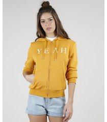 """blusão feminino """"yeah"""" em moletom felpado com capuz e bolsos mostarda"""
