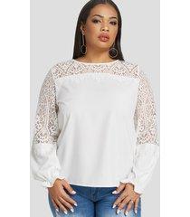 blusa con cuello redondo y encaje blanco de talla grande