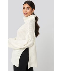 dilara x na-kd side slit oversized knitted sweater - white