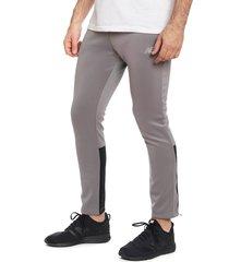 pantalón de buzo new balance gris - calce ajustado