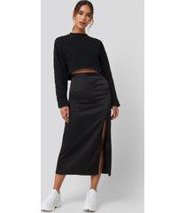 queen of jetlags x na-kd slit satin skirt - black