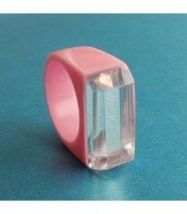 różowy pierścionek z żywicy z lustrem