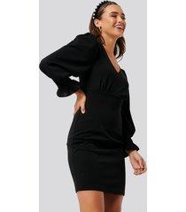 na-kd balloon sleeve v-neck dress - black