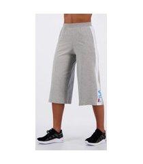 calça fila pantacourt sport feminina cinza