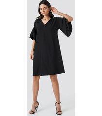 na-kd party v-neck layered sleeve dress - black