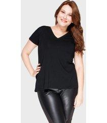 camiseta decote v evas㪠plus size preto - preto - feminino - dafiti