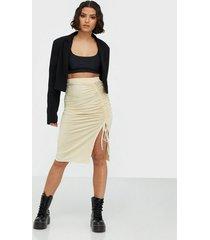 nly trend drawstring skirt midikjolar