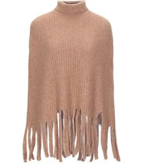 jucca capes & ponchos