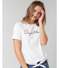 camiseta bordada y estampada