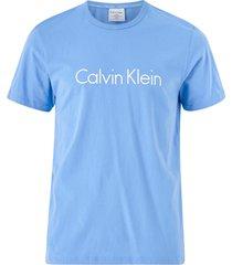 t-shirt med tryck fram