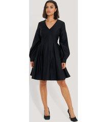 na-kd party box pleat mini dress - black