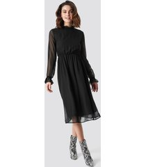 na-kd boho frill detail high neck chiffon dress - black