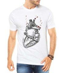 camiseta criativa urbana coração realista