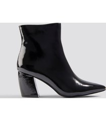 na-kd shoes structured patent mid heel boots - black