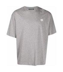 acne studios camiseta oversized com estampa de face - cinza