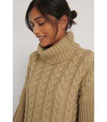 na-kd kabelstickad tröja med ribbade ärmar och hög krage - beige