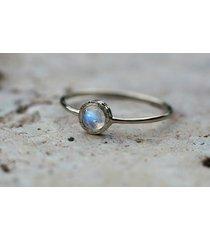 kamień księżycowy, delikatny pierścionek
