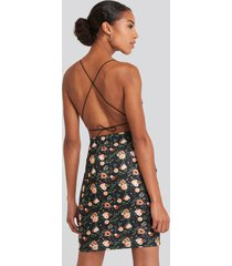 na-kd party open back jersey dress - black,multicolor