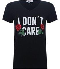 camiseta con screen cuello v