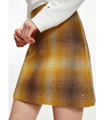 tommy hilfiger women's recycled shadow check mini skirt big shadow yellow/ gold canyon - 2