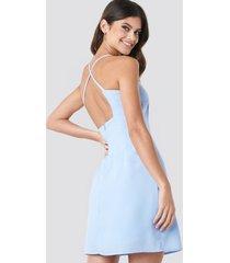paola maria x na-kd open back midi dress - blue