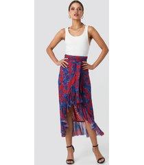na-kd trend mesh overlap maxi skirt - red,multicolor