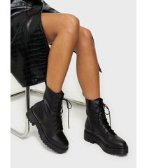 nly shoes perfect lace boot flat boots black