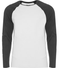 t-shirt masculina raglan eco bicolor mountains - branco e preto