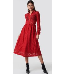 na-kd long sleeve lace midi dress - red