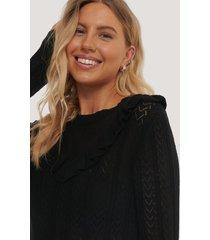 na-kd reborn ekologisk lätt, stickad tröja med volangdetalj - black