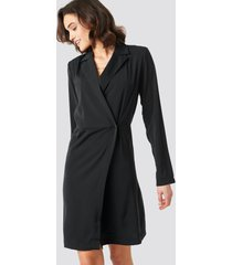 na-kd party collared wrap over midi dress - black